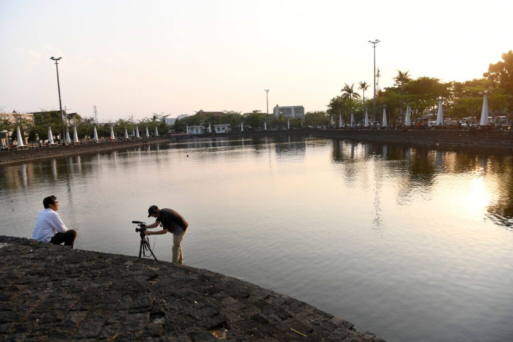 Jack Jackson shooting a video case in Semarang, Indonesia. Photo © Lars Møller.